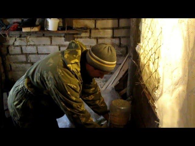 Как сделать бункерную кормушку из пластиковых бутылок для кур своими руками.