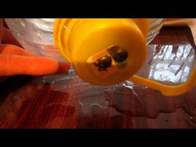 Как сделать вакуумную поилку из пластиковых бутылок для кур своими руками.