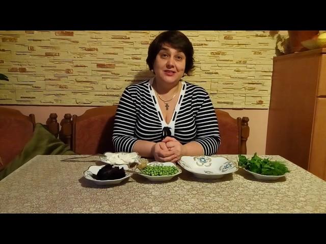 Салат «Капрезе на новий лад» или простой салат из свеклы и брынзы.