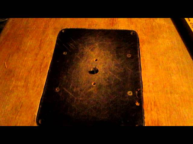 Стол для ручного фрезера из подручного материала, попытка обработки древесины на станке