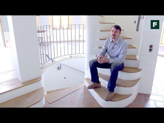 Винтовая лестница в центре дома: оригинальное дизайнерское и планировочное решение // FORUMHOUSE